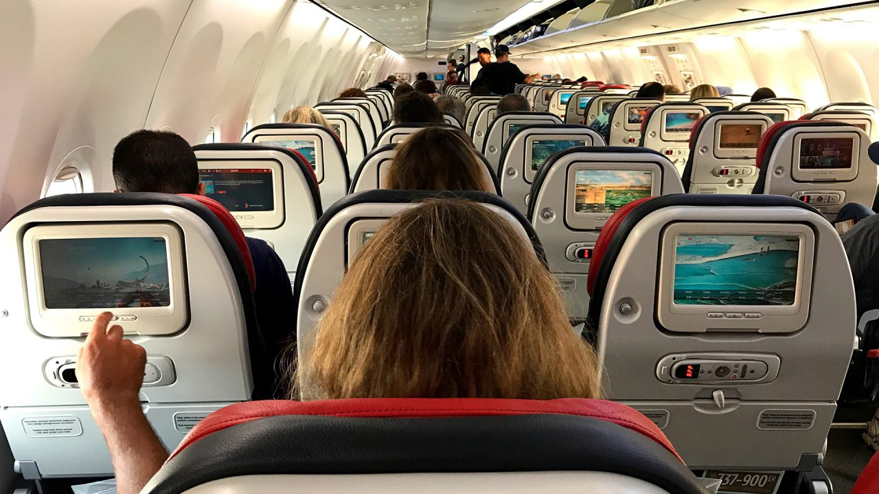 airplane-seats-woman-in-middle-1280x720.jpg