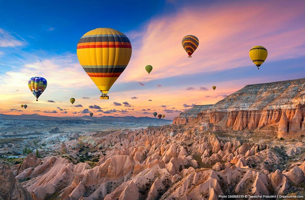 Cappadocia-landscape-and-balloons.jpg